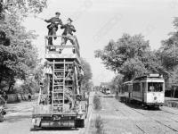 0-395656-ч/б Ремонтно-восстановительные работы по устранению обрыва электропроводов на трамвайной линии. ФРГ, г. Берлин. Май 1945 г. Фот. Халдей Е.А.