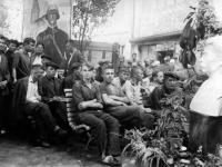 Рабочие цеха № 2 фабрики «Коммунар» во время заседания парторганизации.  Украина, г. Запорожье. 1939 г.