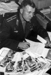 Летчик-космонавт СССР Ю.А.Гагарин отвечает на письма.  Москва, август 1962 г. Автор съемки Я.Халип.  Арх. № 0-3389 цв.