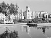 0-394373-ч/б Вид внутренней территории комплекса монастыря Жеронимуш (XVI в.). Португалия, г.Лиссабон. 1977-1981гг. Фот. В.И.Кошевой.