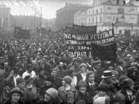 Общий вид демонстрации протеста против Ультиматума Керзона. СССР, г. Москва. 12.05.1923 г. Фотограф Н. Петров.