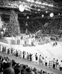 Новогодняя ёлка на Центральном стадионе имени В.И. Ленина. СССР, г. Москва. 1966 г. Фотограф Евг. Халдей.