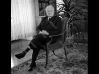 Президент Чехословацкой Социалистической Республики Л. Свобода в рабочем кабинете. Чехословакия, г. Прага. Ноябрь 1970 г. Фотограф В.Б. Соболев.