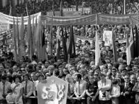 Массовая демонстрация на площади Словацкого национального восстания в честь 30-летия восстания. Чехословакия, г. Банска-Быстрица. 29.08.1974 г. Фотограф В. Кошевой.