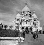 Общий вид католического храма Базилика Сакре-Кёр на холме Монмартр. Франция, г. Париж. Май 1964 г. Фотограф В. Кошевой.