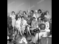 Фотосъемка участниц III Московского международного кинофестиваля; 1-й ряд (слева направо): актрисы Л.Ш. Элиава, Мила Кармила (Индонезия), Лейла Фавзи (ОАР), Диана Ангриани (Индонезия), Лолита Торрес (Аргентина), Кити де Ойос (Мексика); 2-й ряд (слева направо): актрисы Нилюфер Айдан (Турция), Сьюзен Страсберг (США), Иева Мурниеце (СССР), Ча Зянг (Вьетнам), Мари Тёрёчик (Венгрия), Т.Е. Самойлова (СССР), Симона Синьоре (Франция), Франсуаза Арнуль (Франция). СССР, г. Москва. Июль 1963г. Фот. О.А. М