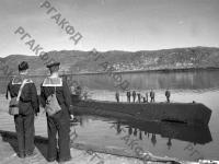 Советская подводная лодка, имеющая на своем счету семь потопленных немецких транспортов, возвращается на базу. Северный флот, 1942 г. РГАКФД. Арх. № 0-154375.