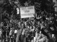 Жители Софии приветствуют, вошедшие в город части Красной Армии. Болгария, октябрь, 1944 г. РГАКФД. Арх. № 0-191880.