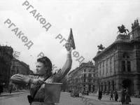 Регулировщица Александра Хворостян у здания оперного театра в Вене. Австрия, г. Вена, 1945 г. РГАКФД. Арх. № 0-276224.