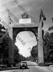 Арка Победы на Франкфуртер-аллее у въезда в Берлин. Германия, г. Берлин, 1945 г. РГАКФД. Арх. № 0-258051.