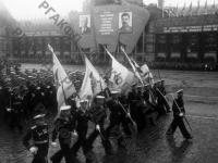 Сводный полк военно-морского флота проходит по Красной площади на Параде Победы. Москва, 24 июня 1945 г. РГАКФД. Арх. № 0-247791.