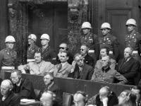Нюрнбергский процесс. Г. Геринг, Р. Гесс, И. фон Риббентроп (1-ый ряд), К. Дениц, Э. Редер, Б. фон Ширах (2-ой ряд) на скамье подсудимых. Германия, Нюрнберг, 1945 г. РГАКФД. Арх. № В-3125.